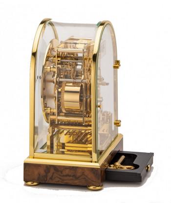 Mécanique en bois de la table horloge